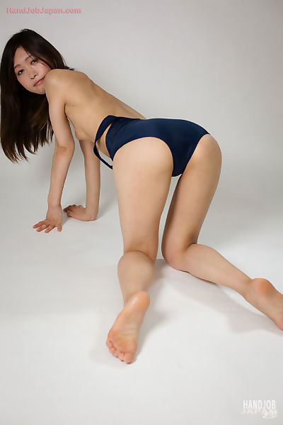 Japanese hottie delivers a..