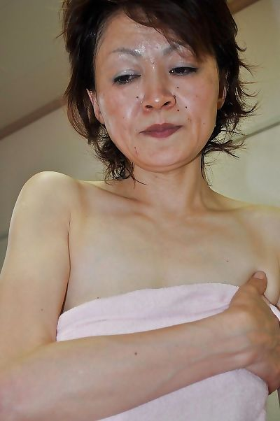 Mature asian lassie Takako..