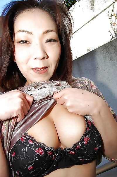 Mature asian slut Yoriko..