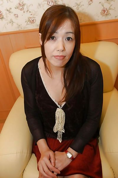 Asian MILF with hairy gash..